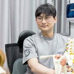 수원정형외과, 척추측만증이 의심되시나요?