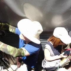방콕자유여행 위험한 기찻길 시장 매끌렁! 그 기차에 직접 올라봤어요~   알쓸리뷰TV