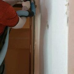 벽면 샌딩 작업