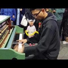 신촌 맥주축제 연세로 거리풍경, 피아니스트 이정환의 피아노 연주