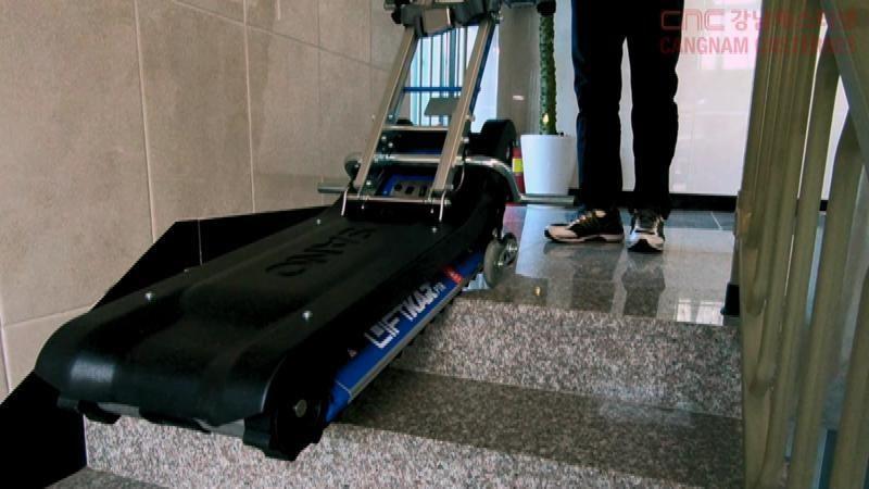 계단운반전동휠체어 PTR 맨 위 계단 이동 시 멈추는 지점