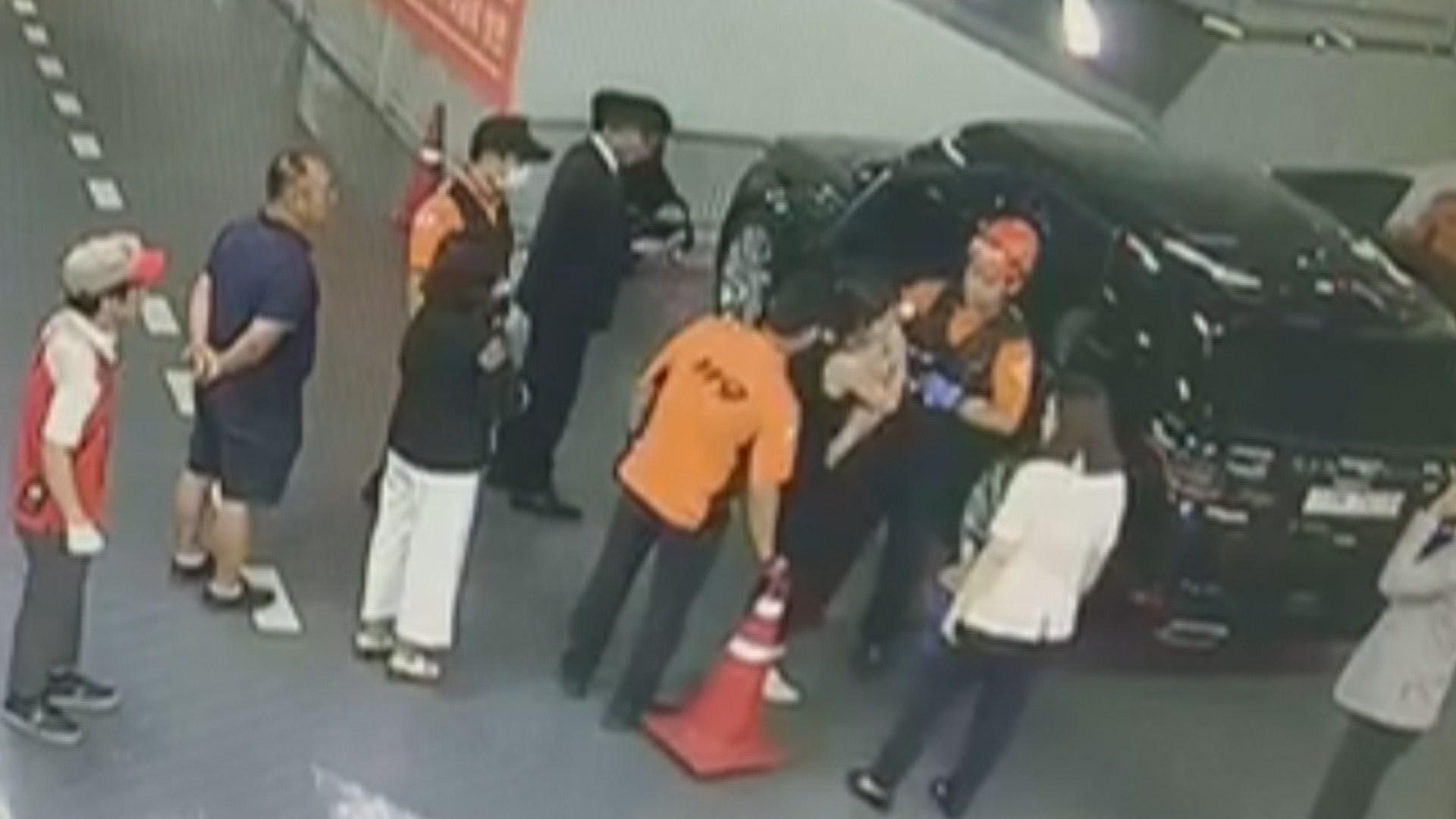 [단독] 차 안에 아기 갇혔는…