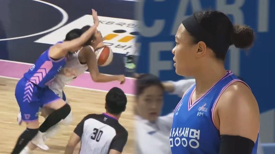 김보미의 반칙에 대해 항의하다 테크니컬 파울을 받는 김한별