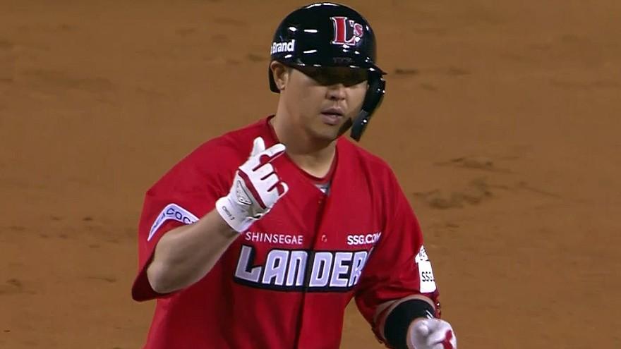 최정, 승부를 원점으로 돌리는 투런 홈런
